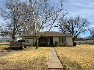 203 S HICKORY ST, Muenster, TX 76252 - Photo 1
