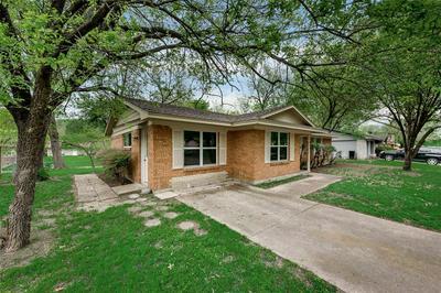 1300 AUSTIN DR, ENNIS, TX 75119 - Photo 2