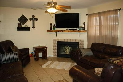 502 LOVERS LN, BOWIE, TX 76230 - Photo 2