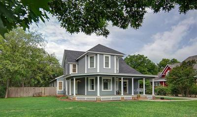 704 CHERRY ST, GRAHAM, TX 76450 - Photo 2
