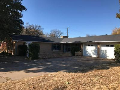 712 W CORA ST, Seymour, TX 76380 - Photo 1