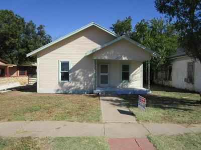 203 E 6TH ST, Quanah, TX 79252 - Photo 1
