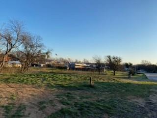 803 W MAPLE ST, CLIFTON, TX 76634 - Photo 1