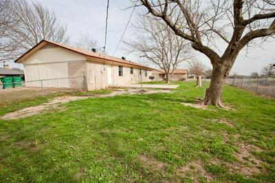 1104 E WHITE ST, HAMILTON, TX 76531 - Photo 2