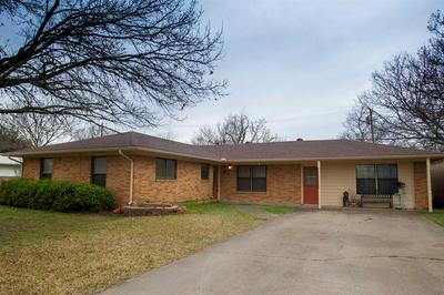 511 W HIGHLAND DR, Whitewright, TX 75491 - Photo 2