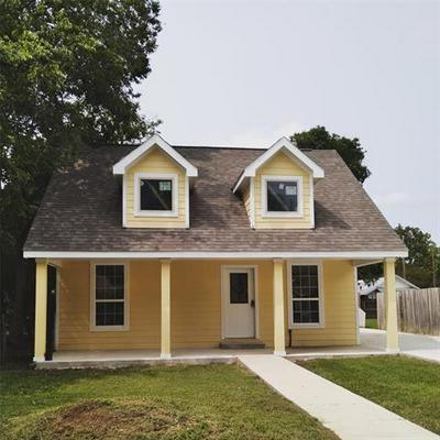 319 RITCHEY ST, Gainesville, TX 76240 - Photo 1