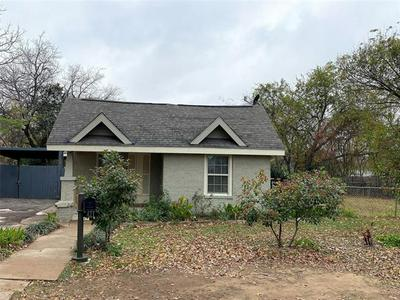 421 HUDGINS AVE, Fort Worth, TX 76111 - Photo 2