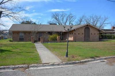 1705 REYNOLDS ST, Goldthwaite, TX 76844 - Photo 1