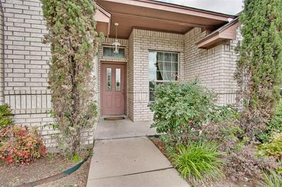 3124 EASTCREST CT, Fort Worth, TX 76105 - Photo 2
