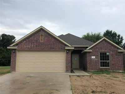 1123 VINTAGE AVE, Gainesville, TX 76240 - Photo 1
