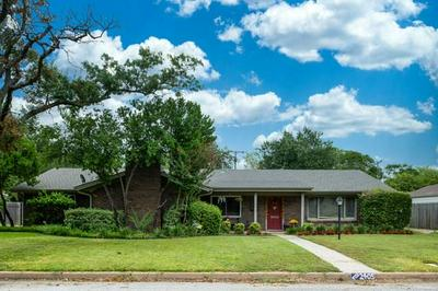 2405 WINTHROP AVE, Fort Worth, TX 76107 - Photo 1