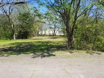 2905 ROBERTS ST, Greenville, TX 75401 - Photo 2