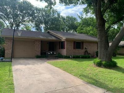 314 HILLSIDE DR, Gainesville, TX 76240 - Photo 1
