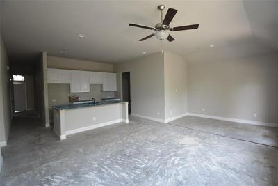208 HUBBARD ST, Hillsboro, TX 76645 - Photo 2