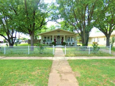 909 S SEAMAN ST, Eastland, TX 76448 - Photo 2