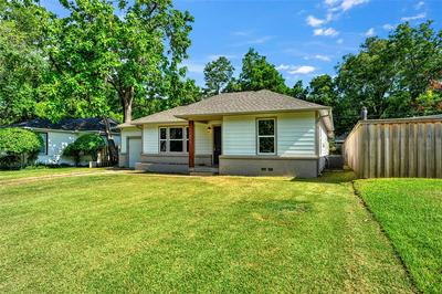 1005 W BROCKETT ST, Sherman, TX 75092 - Photo 2