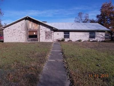 707 W 5TH ST, Clarksville, TX 75426 - Photo 1