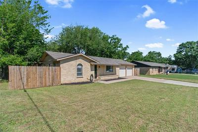 101 BRIARWOOD DR, Kennedale, TX 76060 - Photo 1