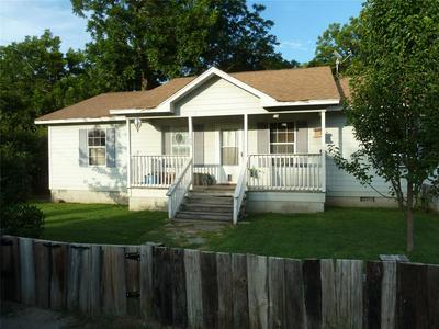 205 N MCCRACKEN ST, Chico, TX 76431 - Photo 2
