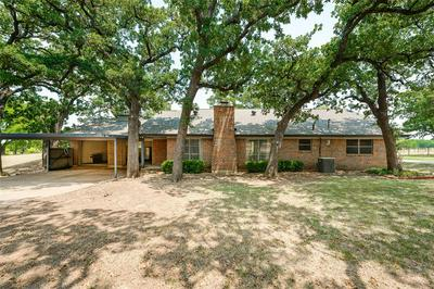 6413 SUNDANCE CIR, JOSHUA, TX 76058 - Photo 2