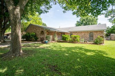 2004 ONEAL ST, Gainesville, TX 76240 - Photo 1
