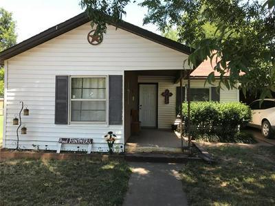 608 N STRATTON ST, Seymour, TX 76380 - Photo 1