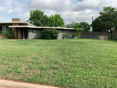 701 E BURNSIDE ST, ROTAN, TX 79546 - Photo 2