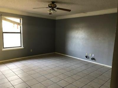 3908 EASTRIDGE DR, Snyder, TX 79549 - Photo 2