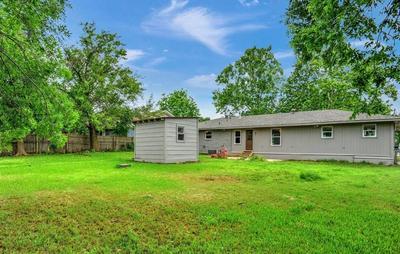 236 CENTER ST, Whitesboro, TX 76273 - Photo 2