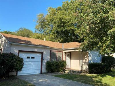 601 LYNCH ST, Gainesville, TX 76240 - Photo 2