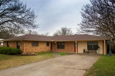 511 W HIGHLAND DR, Whitewright, TX 75491 - Photo 1