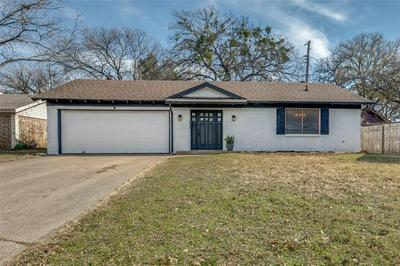 805 EASTCLIFF DR, Euless, TX 76040 - Photo 1