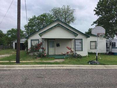 608 WATER ST, Whitesboro, TX 76273 - Photo 1