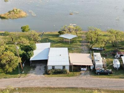 704 LAKEVIEW DR, Coleman, TX 76834 - Photo 2