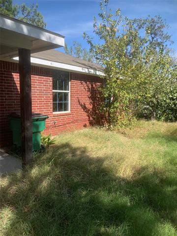 412 S MILL ST, Bowie, TX 76230 - Photo 2
