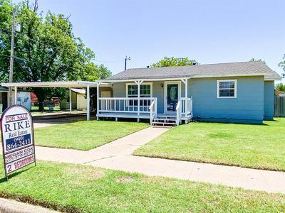 410 W H ST, Munday, TX 76371 - Photo 1