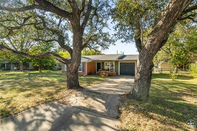 1115 OAKLAND DR, Brownwood, TX 76801 - Photo 2