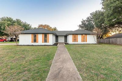 109 CROFTON CT, Benbrook, TX 76126 - Photo 2
