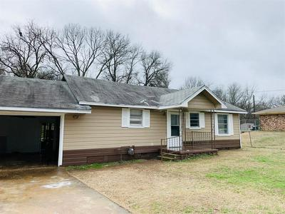 805 BAKER AVE, Mount Pleasant, TX 75455 - Photo 2