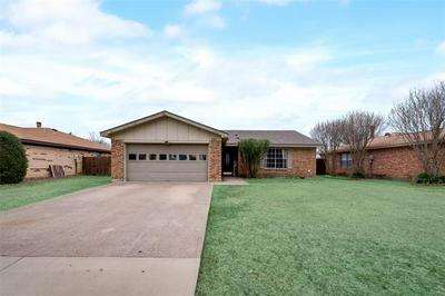 521 ROYAL VALLEY RD, Grand Prairie, TX 75052 - Photo 1