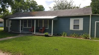 705 S HOWETH ST, Gainesville, TX 76240 - Photo 1