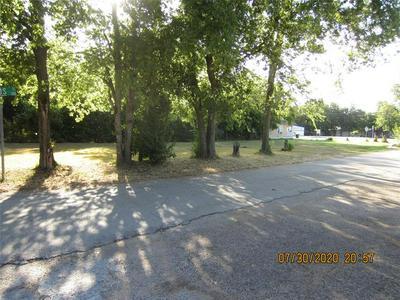 1001 E HENDERSON ST, Cleburne, TX 76031 - Photo 2