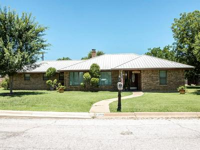 1406 SYCAMORE ST, Breckenridge, TX 76424 - Photo 1