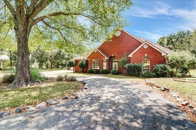 382 QUAIL HILL RD, Whitesboro, TX 76273 - Photo 1