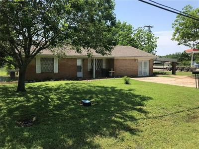 703 N GILMER AVE, Dawson, TX 76639 - Photo 1