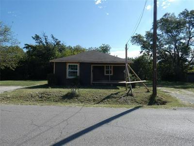711 S MEDORA ST, Terrell, TX 75160 - Photo 1