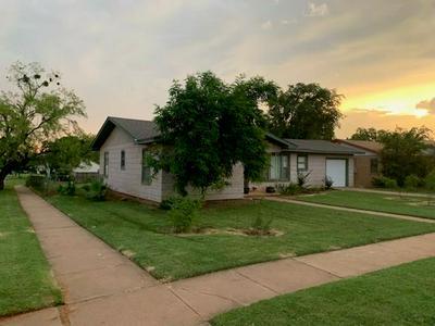 801 N MCKINLEY AVE, ROTAN, TX 79546 - Photo 2