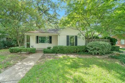 615 EASTWOOD AVE, Fort Worth, TX 76107 - Photo 2