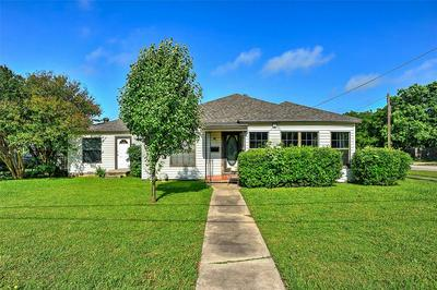 1025 THROCKMORTON ST, Gainesville, TX 76240 - Photo 1
