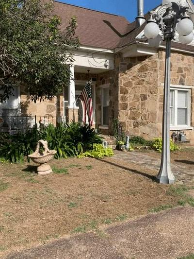 806 JEFFERSON ST, BOWIE, TX 76230 - Photo 2